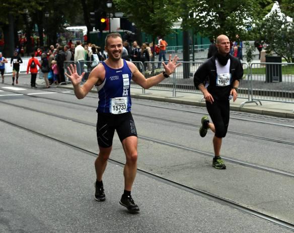HALVVEIS: Snart passering etter 20 km. Foto: Sindre Torp, Northern Runners.